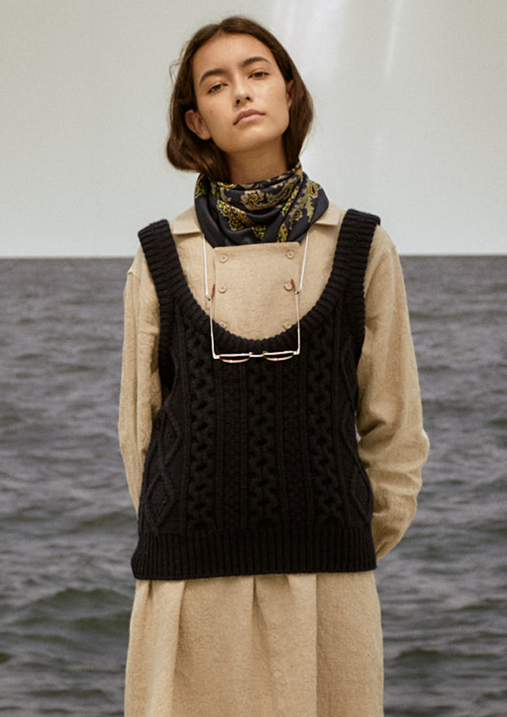 Via Cable wool knit vest_navy